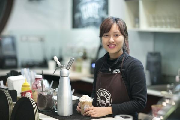 Công việc của nhân viên phục vụ quán trà sữa