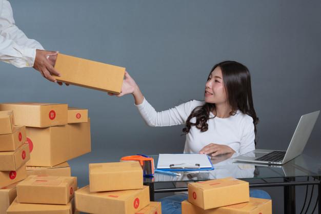 Dịch vụ dán tem đóng gói bao bì